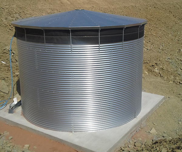 External water storage tank