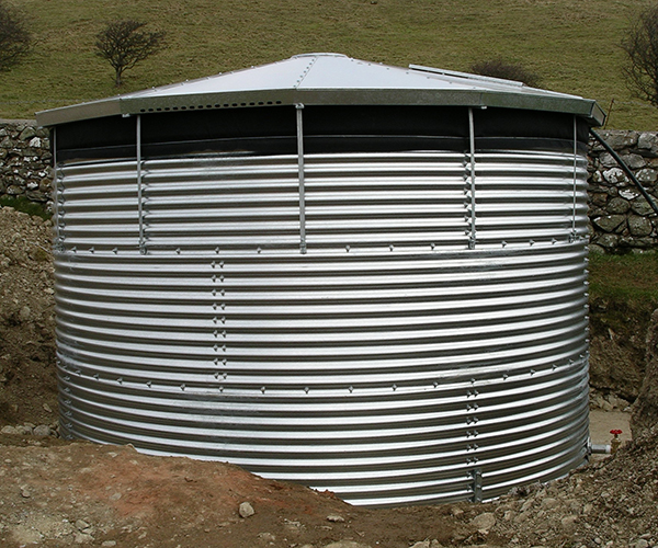 Corrugated external water storage tank